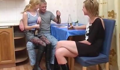 Втроем Занимаются Превосходным Сексом - Смотреть Порно Онлайн